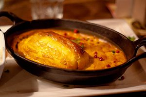 La quenelle est une spécialité des bouchons lyonnais.