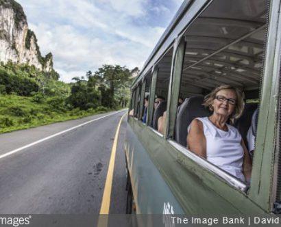 voyage-arthrose-conseils-senior-personne-agee