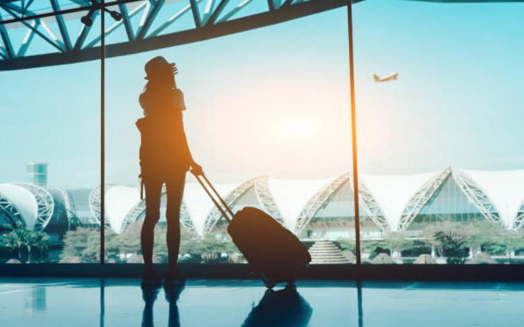 voyage-aeroport-valise-avion-ciel