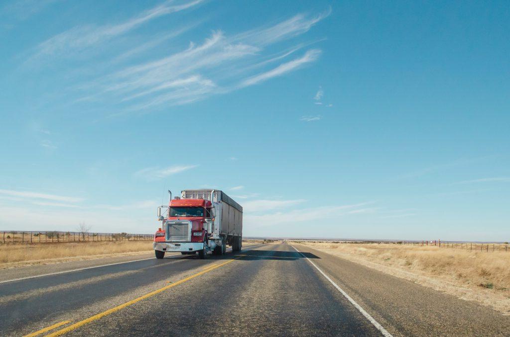 Camion sur une route des USA
